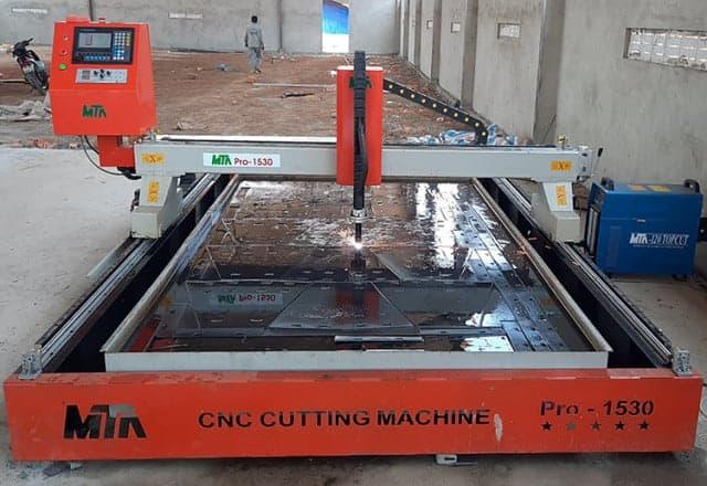 Sử Dụng Máy cắt CNC Nhật Bản