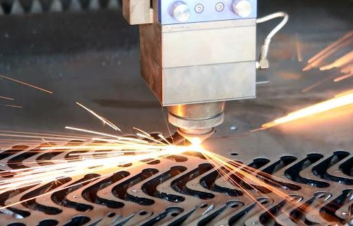 Địa chỉ cung cấp máy cắt kim loại uy tín tại HCM