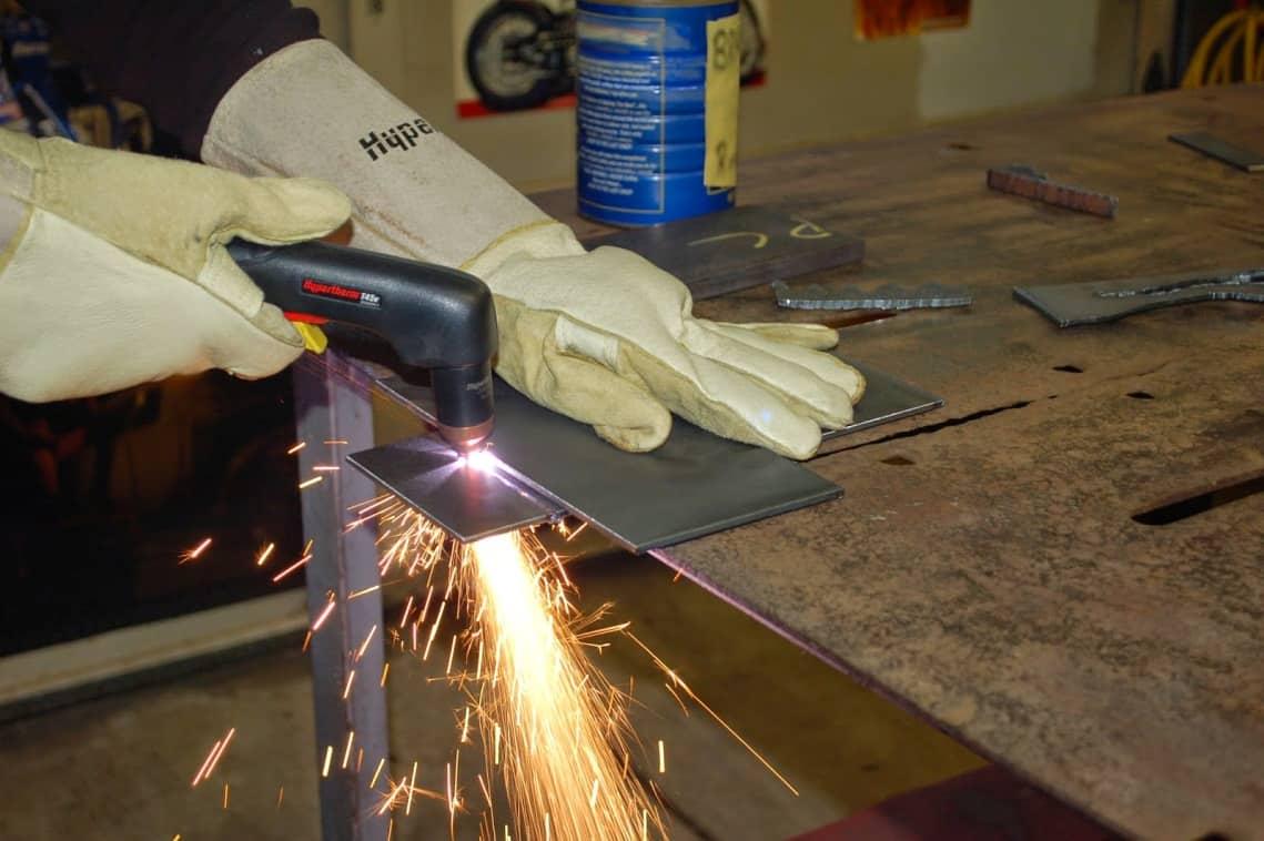 Sử dụng máy cắt plasma đúng chuẩn để đường cắt không bị nghiêng